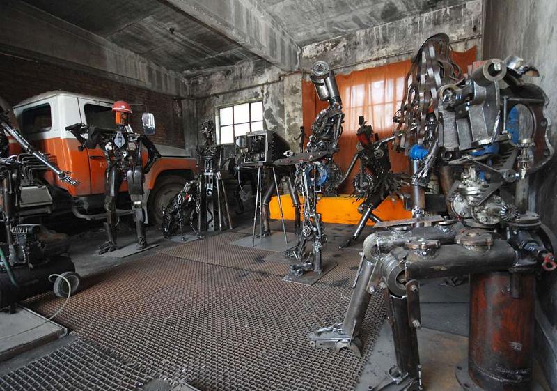 雍锦雕塑--机械废弃部件创作雕塑基地