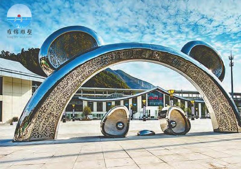 佛坪《 熊猫拱门》雕塑