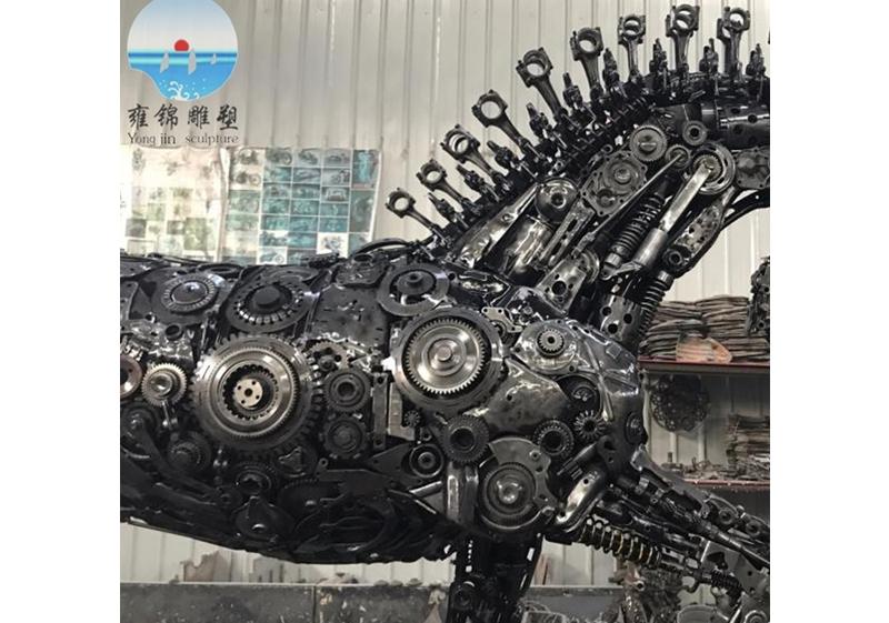 废弃机械部件艺术拼装