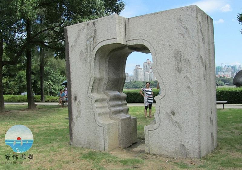 南江滨公园脸形雕塑